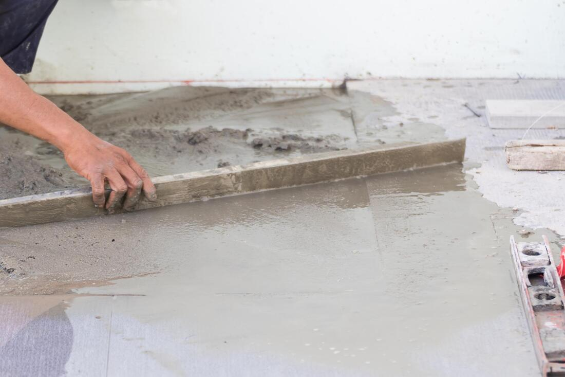 expert fixing concrete cracks